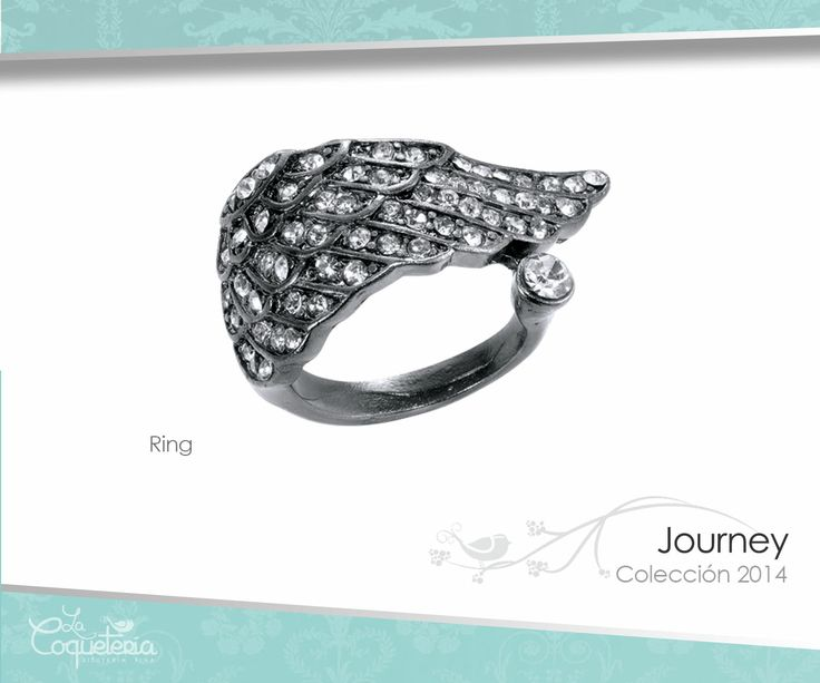En forma de un ala, el anillo brilla con Cristales Austríacos en tono hematita. Tallas 5 - 10. www.lacoqueteria.co #rings #anillos #accesories #beautiful #lacoqueteria  #fashion #shoppingonline #tiendaenlinea #mexico #accesorios #boda #moda #vestidos #casual #joyeria #bisuteria #monterrey #merida