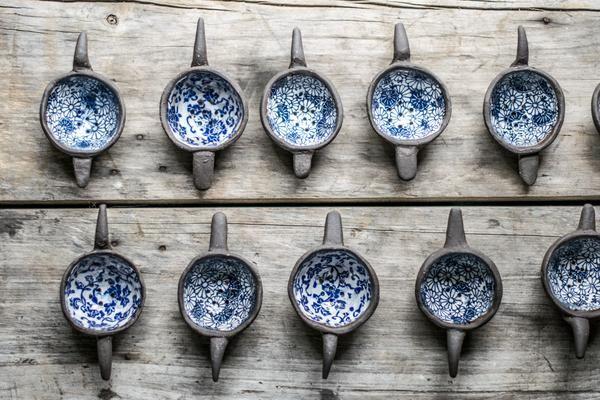 Ceramic tea strainer, blue floral interior