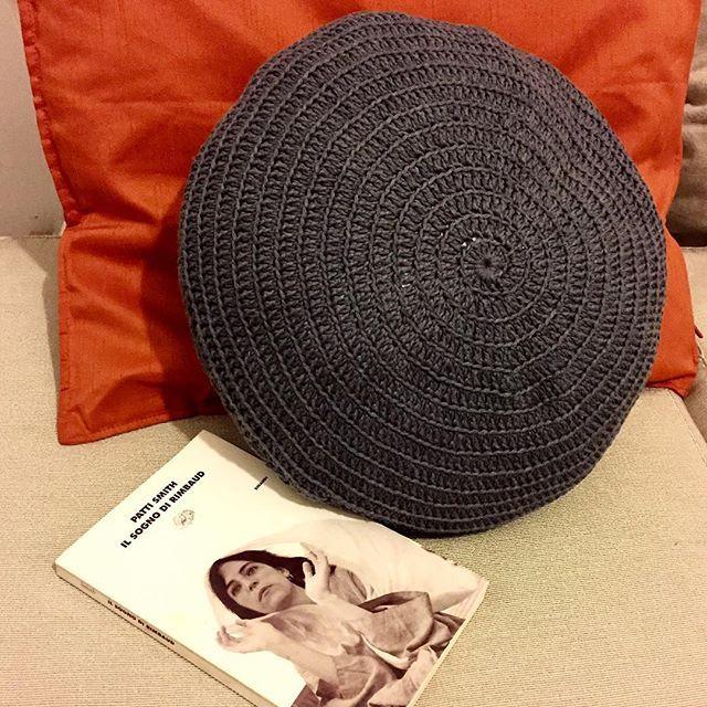 Ed eccolo qui il mio cuscino, in studio, in compagnia di Patti Smith  Have you…