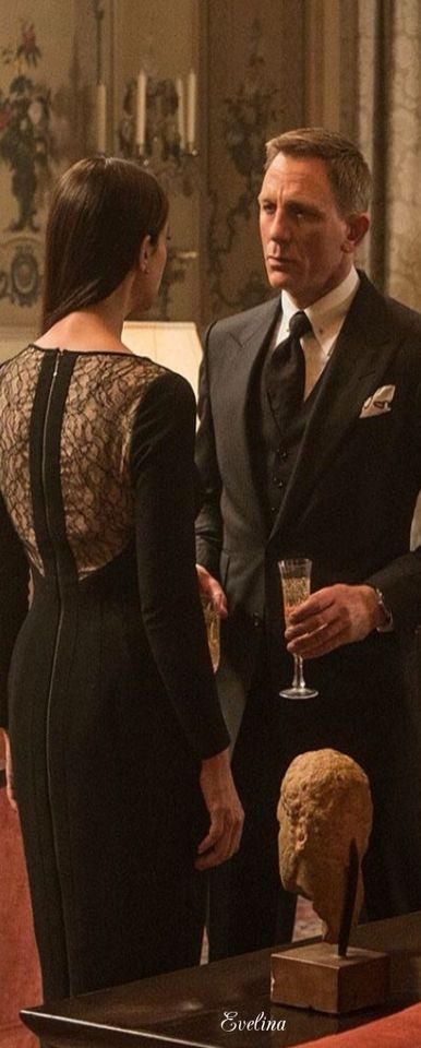 Daniel Craig as James Bond and Monica Bellucci as Lucia Sciarra in 007 Spectre (2015)