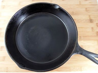 How to Season (or Reseason) Cast Iron Cookware: Seasoned Cast Iron Frying Pan