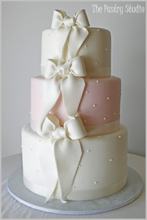 Wedding Cake with Bows by alejandra