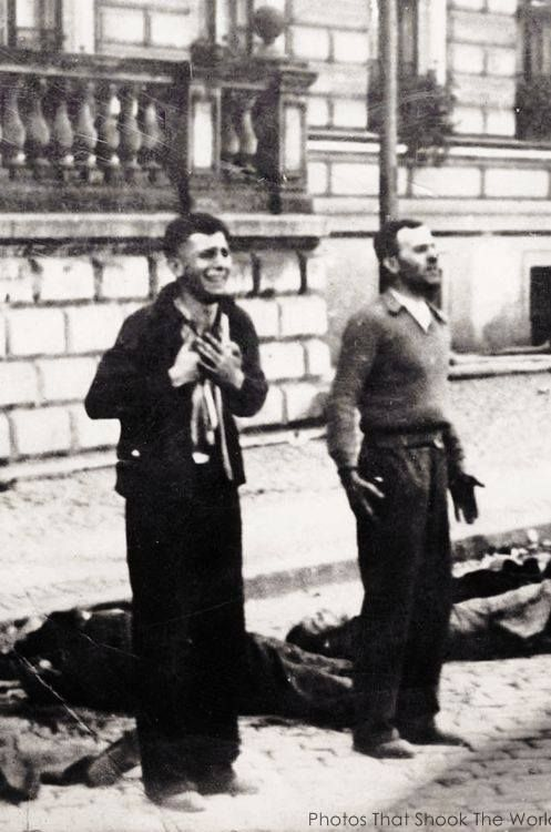 39. Polish men plead for mercy moments before their execution on Bloody Sunday - Bydgoszcz. (1939)