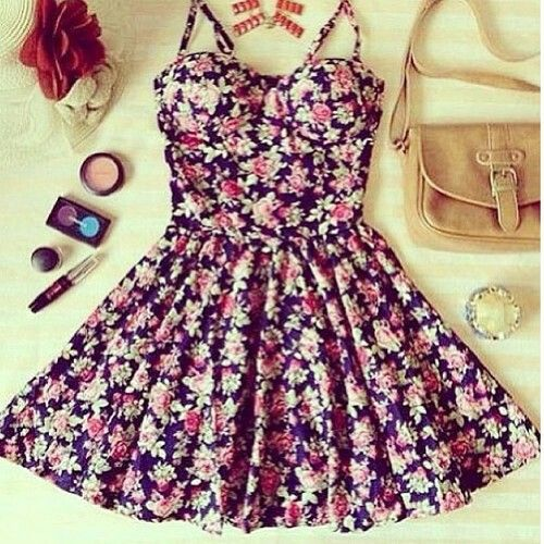 This dress is very cute. I love the floral prints on it and I think it emphasizes the weist.       Sofya:)