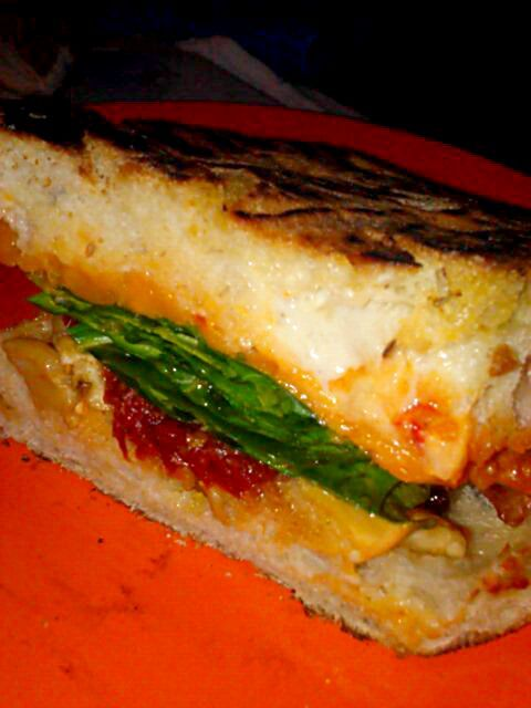 レシピとお料理がひらめくSnapDish - 24件のもぐもぐ - Another awesome sandwich. Sweet potato, spinach, fig puree, mayo, ghost pepper sauce, pickled eggplant, and sundried tomatoes. by Polly Gelfuso