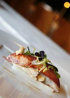 Recept van Erik van Loo, chef- kok van Restaurant Parkheuvel in Rotterdam. Malse kreeft, geserveerd met zoet-zuur gemarineerde koolrabi cilinders,...