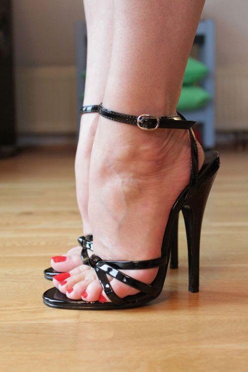 """sexy-feet: """"Sexy Feet """" #blackhighheelshot"""