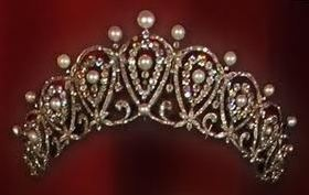 Cartier Loop Tiara, Spanish royal house known as the 'Queen Maria Christina Loop Tiara'.