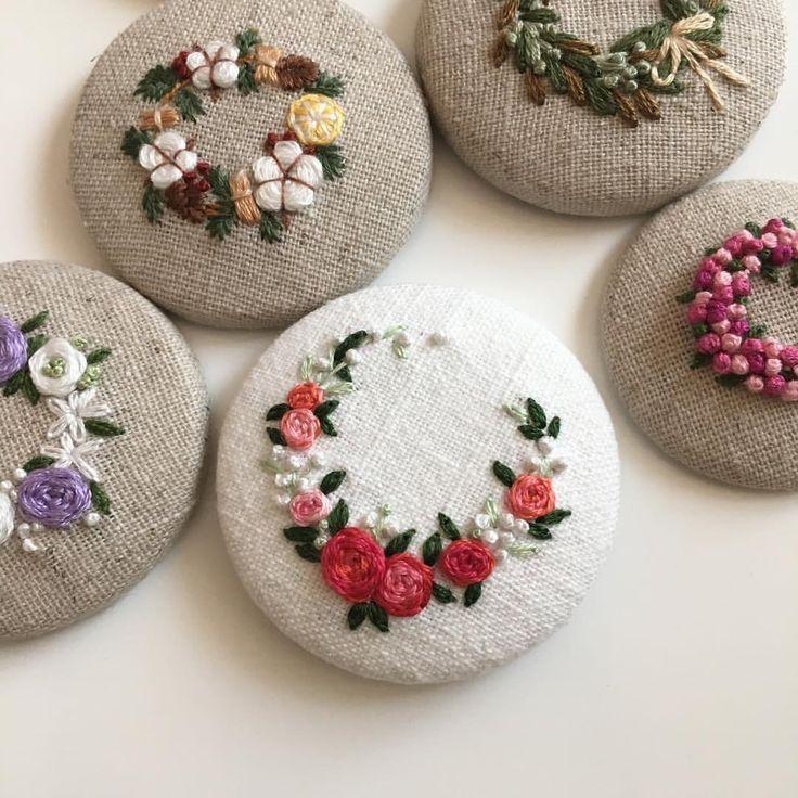 """좋아요 280개, 댓글 22개 - Instagram의 Merryday365_embroidery(@merryday365)님: """"_ Flower wreath 어제밤 한개 더 완성 :) . 도안도,계획도 없이 의식의 흐름대로 완성중이라 지칠때 까지는 폭풍업데이트 예상됩니다ㅎㅎㅎ갑자기 제가 도배를 해도…"""""""