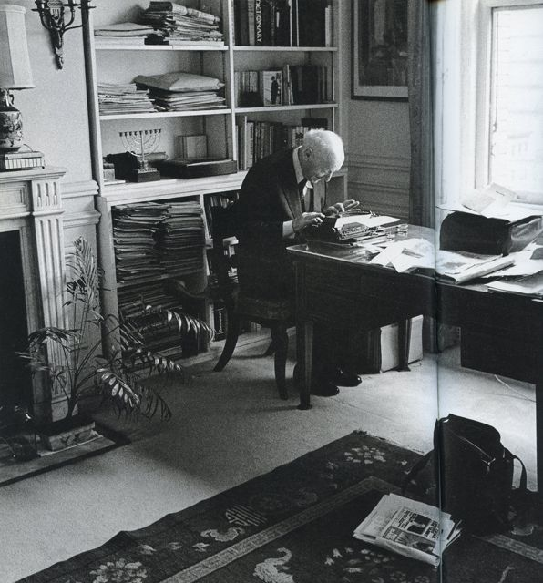 Isaac Bashevis Singer Writers DeskTypewriterReading