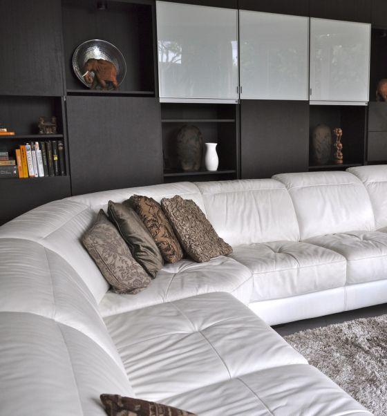 20 beste idee n over witte hoekbank op pinterest - Witte badkamer en bruin ...