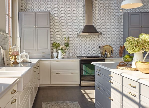 Jillian Harris's kitchen is exactly what you'd expect it to be—perfect.It's a mix of classic and contemporary with design elements that are seemingly opposing but still miraculously go.Rustic upper cabinets contrast white lower cabinetry and we can't forget about the knobs...pieces of jewellery.We also have to shout-out the epic double drawers—a drawer within a drawer (with light nonetheless). So meta.
