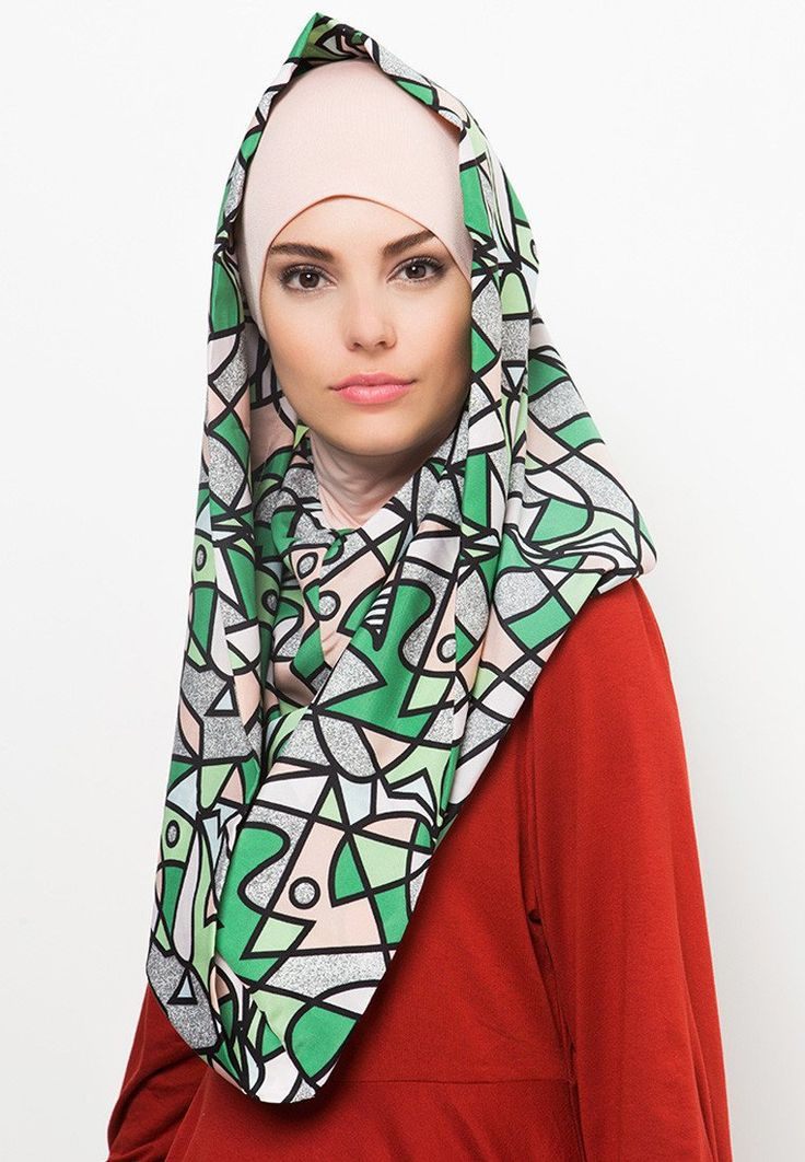 Instant hoodie hijab with an inner hijab by Byout, this hoodie hijab with abstract pattern print, that made from lightweight material that give a comfort feeling, made from  twistcone material, heavier and thicker than chiffon.   http://www.zocko.com/z/JHxAT