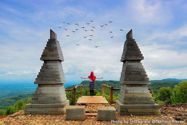 Alamat dan Harga Tiket Masuk Bukit Lintang Sewu Jogja, Spot Wisata Terbaru dengan Suguhan Hutan Kayu Putih - http://www.dakatour.com/alamat-dan-harga-tiket-masuk-bukit-lintang-sewu-jogja-spot-wisata-terbaru-dengan-suguhan-hutan-kayu-putih.html