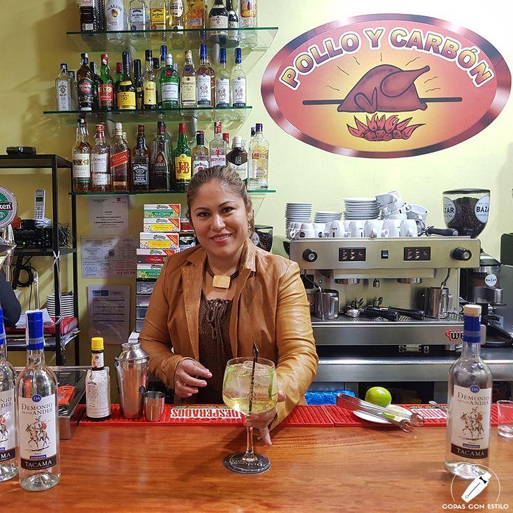 """¡Qué ganas teníamos de """"Chilcano""""! Y Vanessa Alvan, de Pollo y Carbón (Madrid) nos preparó uno riquísimo     #CopasConEstilo #Bartender #Cocktail #Coctelería #Cóctel #Cócteles #Madrid"""