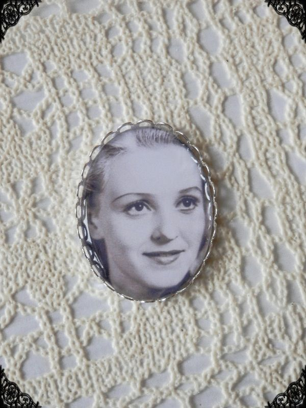 Ansa Ikonen brooch.  Price 20€  Jewelry with Ansa Ikonen and Tauno Palo. Visit www.retroke.fi and www.retroke.blogspot.com