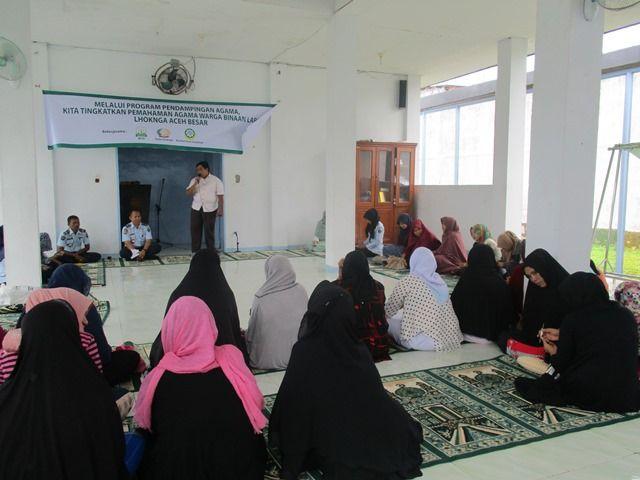 Muslimah Dewan Dakwah Aceh bina warga Lapas perempuan  ACEH BESAR (Arrahmah.com) - Muslimat Dewan Dakwah Aceh mengadakan pembinaan dan pendampingan agama dalam rangka peningkatan pemahaman dan pengamalan keagamaan bagi warga Lembaga Pemasyarakatan (Lapas) Perempuan di Aula Rutan Lhoknga Aceh BesarRabu (21/9). Kegiatan yang bekerjasama dengan Badan Pemberdayaan Perempuan dan Perlindungan Anak (BP3A) Aceh ini dibuka secara resmi oleh Kepala BP3A Dahlia M.Ag yang diwakili oleh Bendahara Khairil…