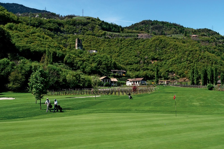 Trente, ook wel Trentino genoemd, ligt in het noorden van Italië en is een ideale vakantiebestemming. Als u deze regio binnenrijdt zult u zien dat Trente grotendeels bergachtig is. Deze prachtige bergen zijn onderdeel van de Dolomieten, waarvan Brenta de bekendste is.