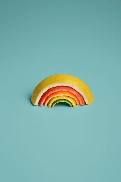 """Sarah Illenberger è un'artista poliedrica di base a Berlino che nel suo ultimo lavoro """"Tutti i frutti"""" ha evidentemente reinventato il"""