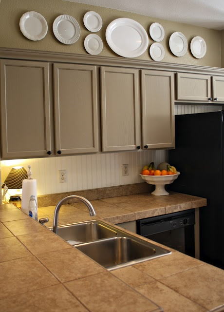 Plates above cabinets: Decor Ideas, Cabinets Colors, Cabinet Colors, White Plates, Clarendon Lane, Painted Cabinets, Kitchens Cabinets, Painting Cabinets, Kitchen Cabinets