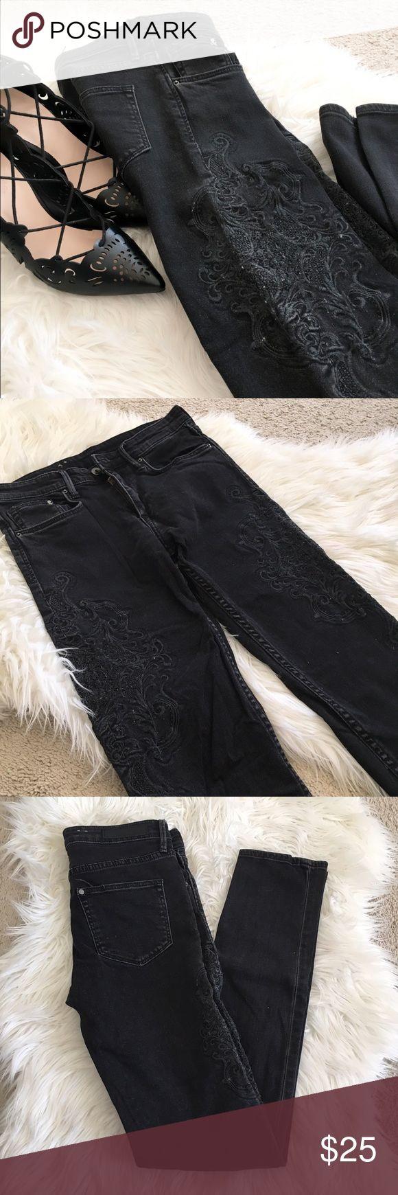 H&M black embroidered slim jeans Euc! No flaws! Slim regular dark denim jeans. Waist 25/32 98% cotton 2% elastane H&M Jeans