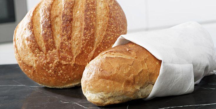 Recept på ett klassiskt franskbröd som fått lite dinkelmjöl tillsatt. Dinkel innehåller extra mycket protein och ger ett saftigt och gott bröd.