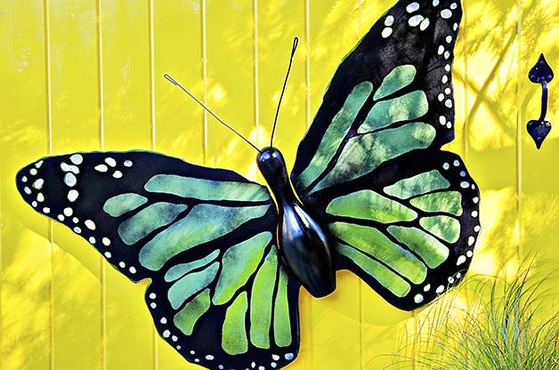 An old bowling pin can metamorphose into a beautiful butterfly with this striking pair of wings made from plywood. Try painting different wing patterns and let your imagination soar!