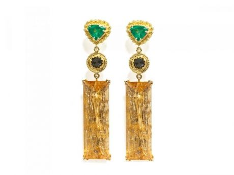 18 carat gold (750/1000), imperial topaz, black diamonds and emeralds earrings. The earrings come with a classy white wooden box and a carrier bag which makes it ideal for presents. Also included is a certificate of authenticity.