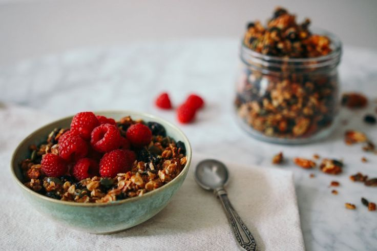 Homemade Honey Granola from Poppy Deyes makes a sweet snack for any time of day - and it's so simple to make! - #deyes #granola #homemade #honey #...