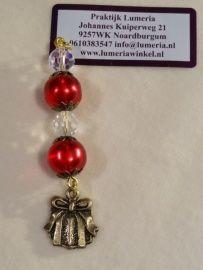 Rode kristal hanger met cadeautje