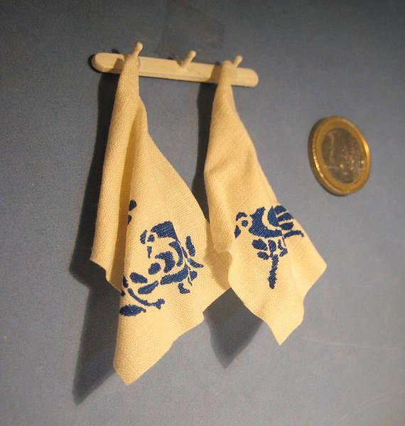 Coppia di asciugapiatti in miniatura dipinti a stencil