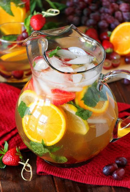Virgin White Sangria ~ a tasty kid-friendly, no alcohol version of sangria just perfect for the little ones to enjoy!