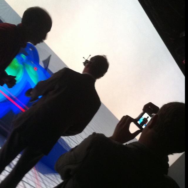 #immersia, une plateforme de réalité virtuelle permettant d'immerger un utilisateur dans un monde virtuel avec lequel il peut interagir soit directement soit à l'aide de périphériques. Elle permet d'interagir via ses sens et en temps réel. Immersia, plateforme Rennaise (Inria et Irisa) est une des plus grandes du monde ;)