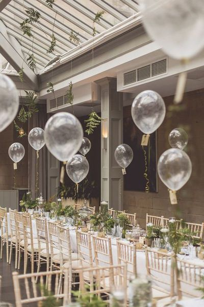Wedding decorations with balloons - ideas for taking off on a big day
