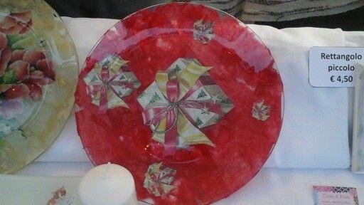 Piatto in vetro tondo grande con pacchetti