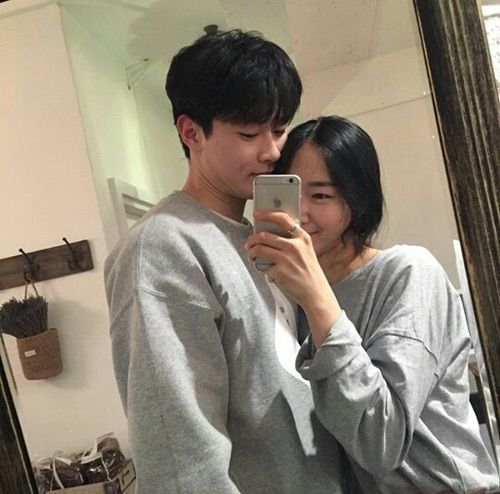 Korean celebrity couples pictures poses