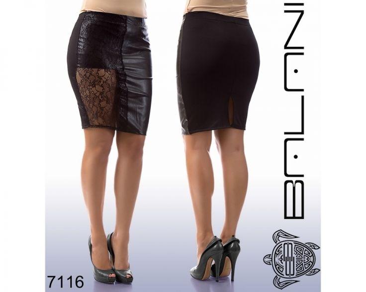Стильная женская юбка большого размера кожаная с гипюром черная