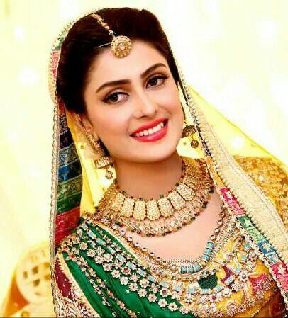 Indian bride, natural makeup, borla rajasthani maang tikka
