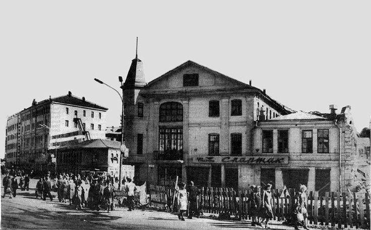 Кинотеатр Спартак перед ж.д.вокзалом