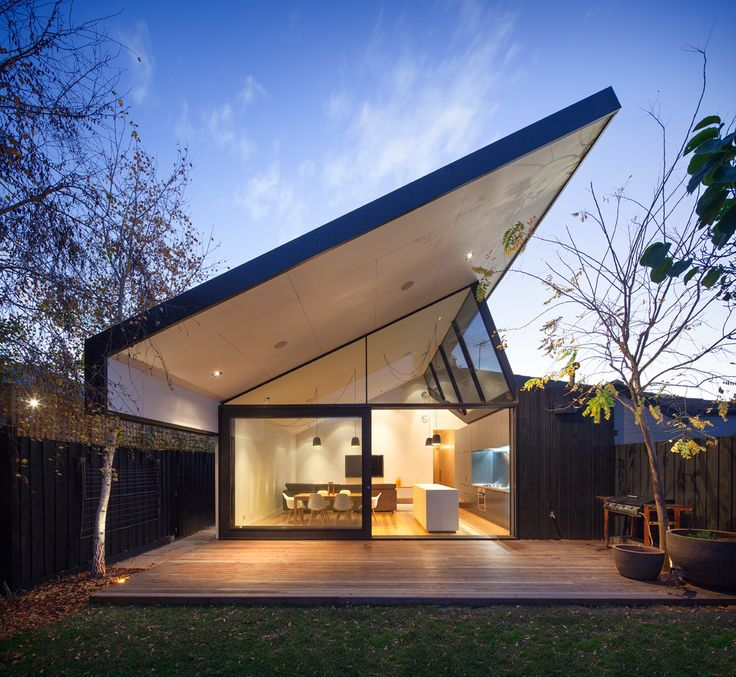 Residential Urban Glass Floating Roof Shepherd House