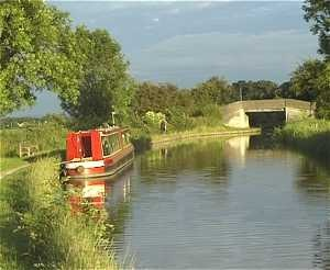 Narrowboat moored in the countryside ... England, UK.