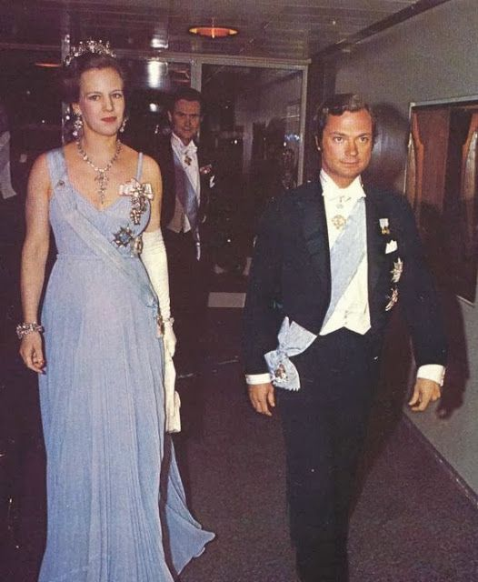 Cuando en 1952 fallece la Reina Alejandrina, la tiara es heredada por su hijo, el Rey Federico IX, quien años después la regalaría a su hija primogenita y heredera, la Princesa Margarita, como regalo por su decimo octavo cumpleaños.
