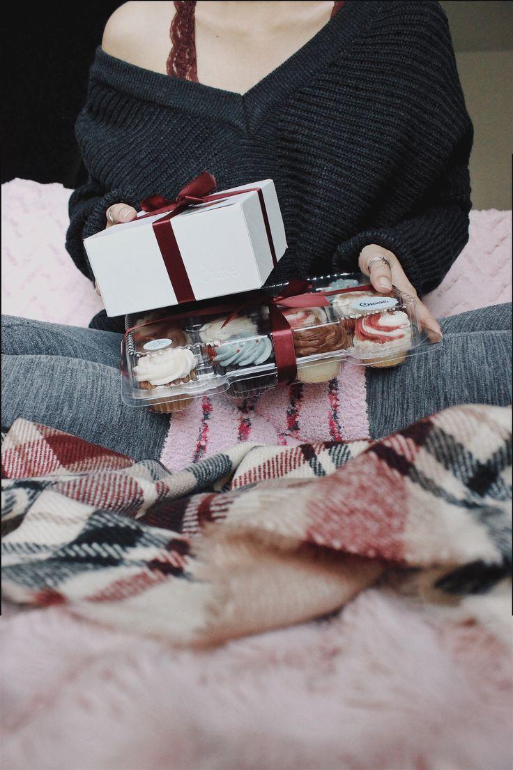 ↠ holiday treats! // instagram: @jessienuqui #holiday #christmas #cupcakes #treats #sweets #holidaytreats