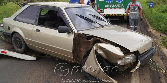 Veículo cai em ribanceira próximo ao Jardim São Luiz - http://projac.com.br/noticias/veiculo-cai-em-ribanceira-proximo-ao-jardim-sao-luiz.html