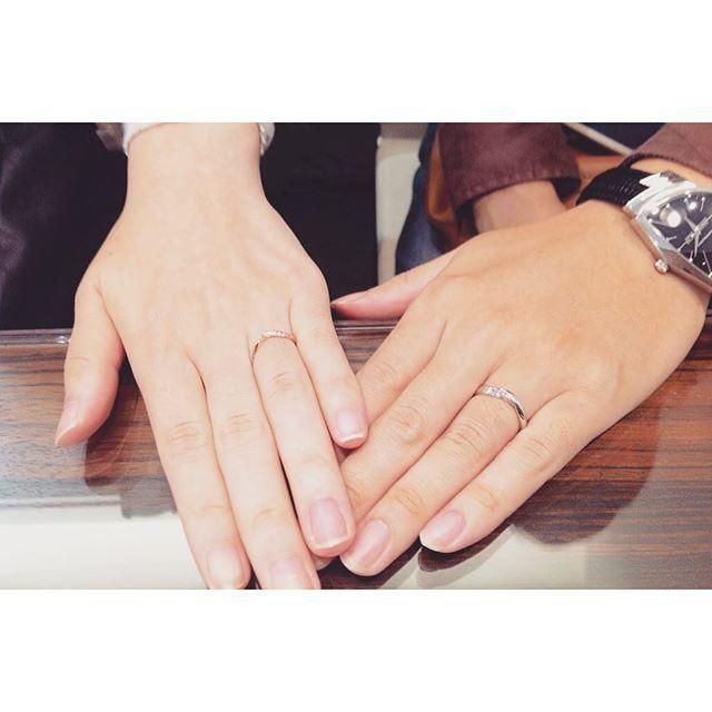 【isshindo_bridal】さんのInstagramをピンしています。 《先日俄の結婚指輪をご納品させて頂きました✨T様💞M様カップル。俄の初桜で女性様のご結婚指輪はピンクゴールドでお作り頂きました💁とてもよくお似合いです😍💫 Q.選んだ決めてを教えてください。 A.デザインが気に入りました! Q.ご感想をお願いします。 A.素敵な指輪が見つかって良かったです! ありがとうございました。末永くお幸せに💞 #isshindo #nagano #matsumoto #iida #bridal #ring #marriagering #engagementring #mariage #一真堂 #長野 #松本 #飯田 #ブルージュ一真堂 #ブライダル #指輪 #結婚指輪 #婚約指輪 #結婚 #婚約 #京都 #俄 #にわか #ニワカ #初桜 #桜 #春 #ピンクゴールド #ご納品》