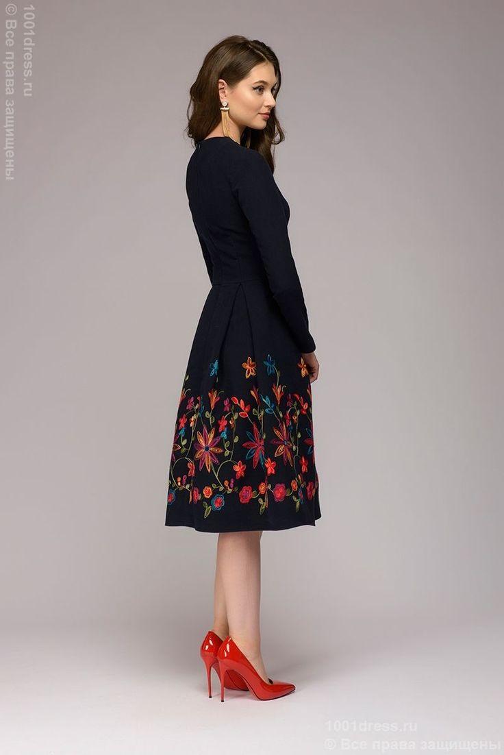 С чем носить синее трикотажное платье