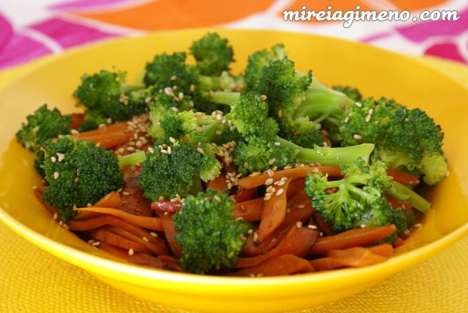 Salteado corto de brócoli y zanahoria http://www.mireiagimeno.com/recetas/salteado-corto-de-brocoli-y-zanahoria