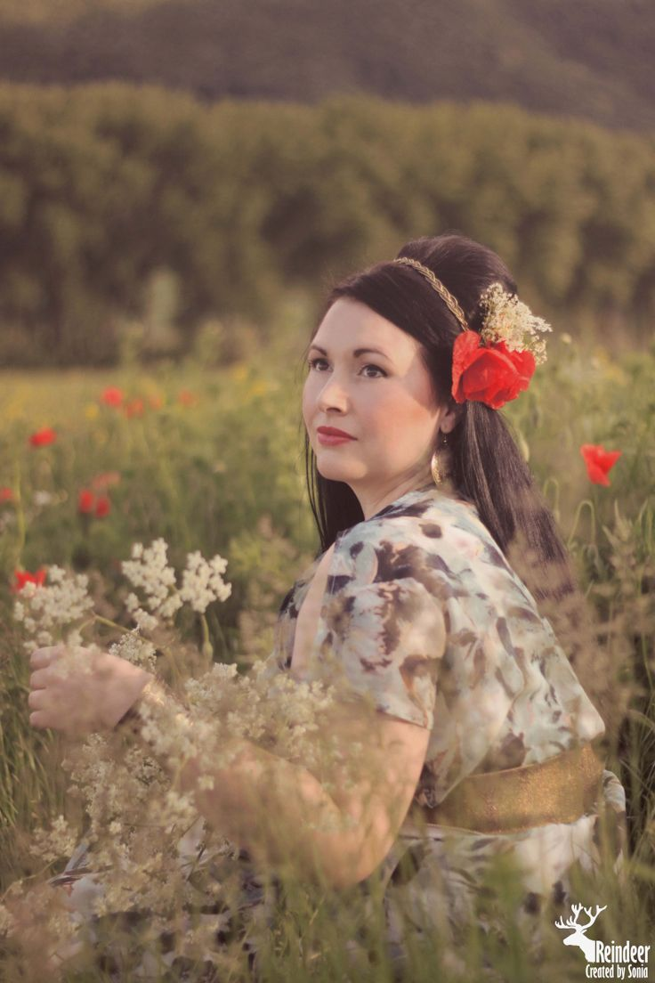 Vintage photo idea. Romantic photo women in Wild Poppies. https://www.facebook.com/sonia.soniart