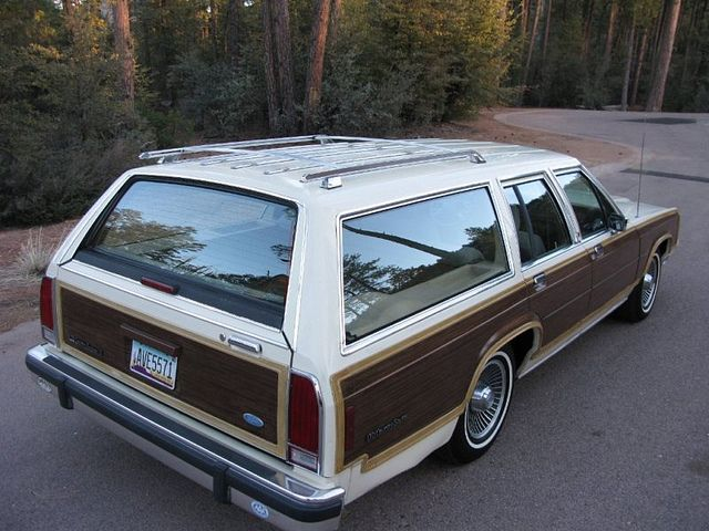1989 Ford Crown Victoria LX Country Squire wagon