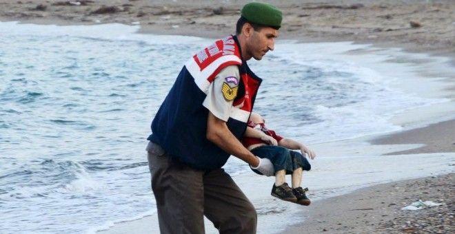 El drama de los refugiados no cesa: 423 niños han muerto ahogados en el mar tras el pequeño Aylan